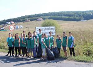 În data de 14 septembrie, elevii și o parte din profesorii Liceului Internațional Integritas au participat, în colaborare cu Primăria comunei Crăciunești, la o acțiune de curățare a drumului din satul Budiu Mic, cu ocazia apropierii Zilei Internaționale a curățeniei (World Cleanup day - 15.09).